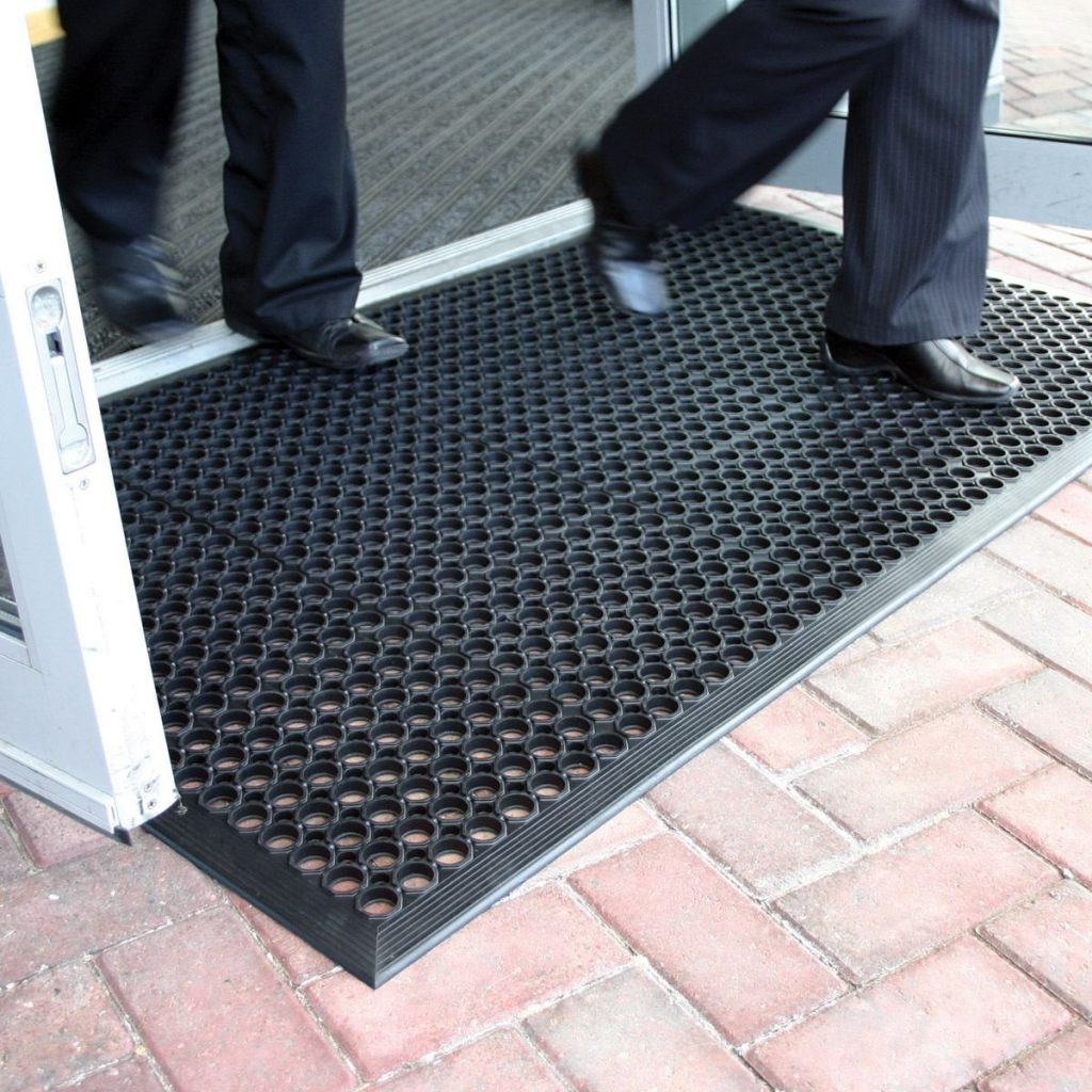 9. Lovinland Outdoor Rubber Mat